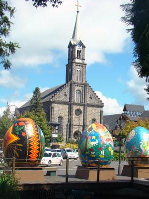 Ovos decorados estão espalhados pelas ruas de Gramado (Foto: Eduardo Saueressig/Divulgação)