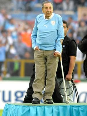 Ghiggia Homenagem Uruguai e Jordânia (Foto: Agência AFP )