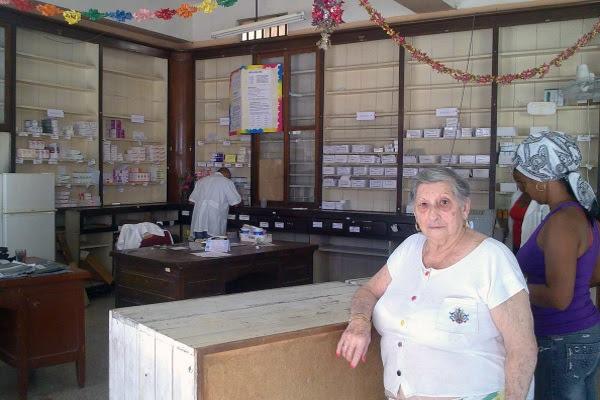 Olivia Barnet. Al fondo la puerta que unía la farmacia con su casa (foto del autor)