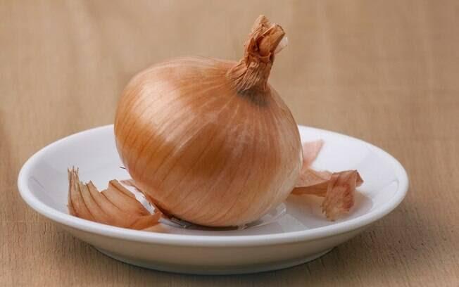 Cebola: além de reduzir o colesterol, ela tem ação anti-inflamatória, o que impede a formação de coágulos nos vasos sanguíneos. Foto: Getty Images