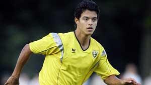 Berikut ini yaitu daftar pemain bola keturunan Indonesia terbaik di  Eropa yang bermain b 10 Pemain Bola Dunia Keturunan Indonesia