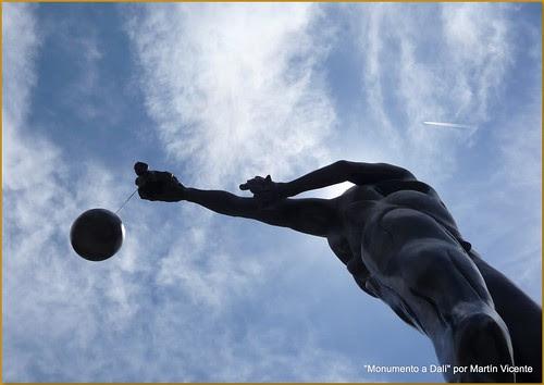 Monumento a Dalí en la Plaza de Felipe II