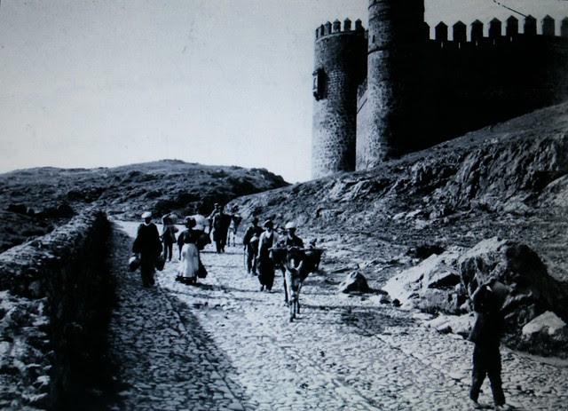Camino junto al Castillo de San Servando a inicios del siglo XX