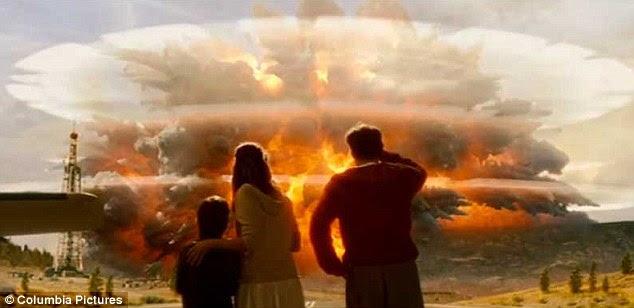 De longo alcance: Quando o super vulcão entra em erupção o mundo inteiro vai ser afetado, mas os cientistas dizem que haverá uma abundância de sinais de alerta, apesar do que filmes como 2012, acima, sugerem