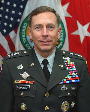 Official photo of General David Howell Petraeu...