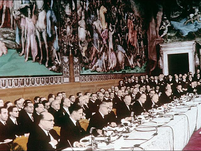 Firmantes del tratado fundacional de la Unión Europea, en Roma en 1957. | Afp