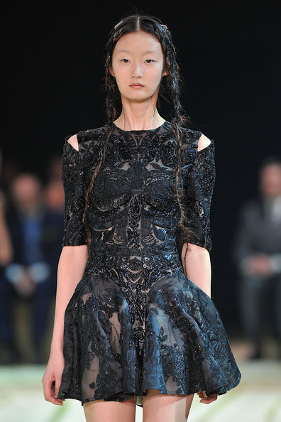 Alexander+McQueen+Runway+Paris+Fashion+Week+seJTwJrRxFkl