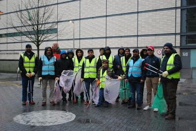 UK: These young Muslims are getting up early on New Year's Day to clean Cardiff