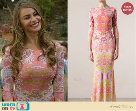 WornOnTV: Gloria?s pink mirrored print maxi dress at the
