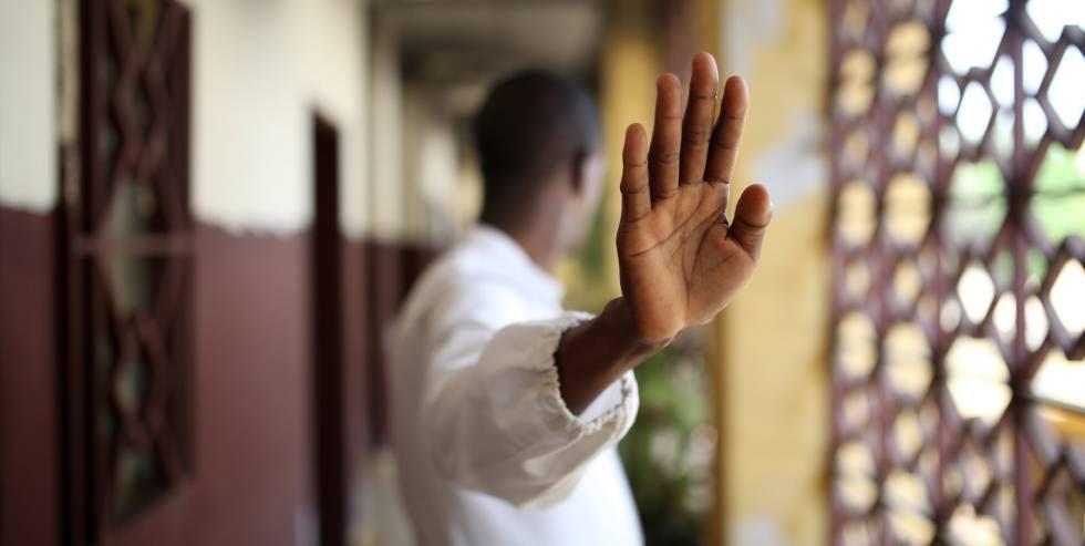 Retrato de un superviviente de ébola en Conakry, Guinea.