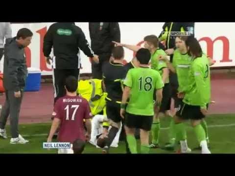 L'allenatore del Celtic di Glasgow viene aggredito da un tifoso avversario