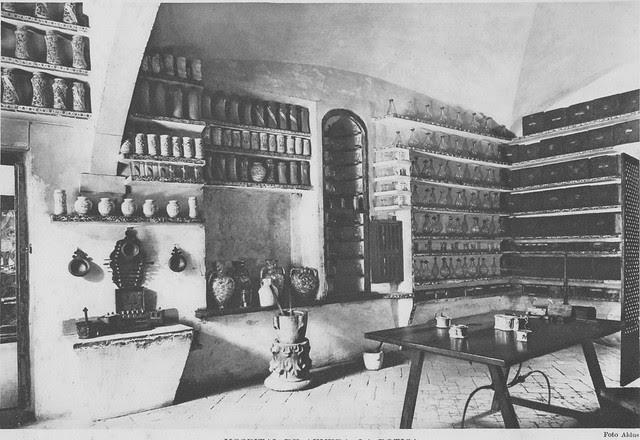 Botica del Hospital Tavera a inicios del siglo XX. Foto Aldus