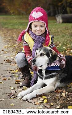 Banco de Imagem - menina, cão, jardim,  retrato. fotosearch  - busca de fotos,  imagens e clipart