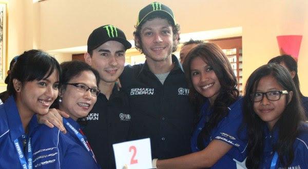 Jorge Lorenzo Guerrero & Valentino Rossi (tengah) (Foto: Yamaha-Motor.co.id)