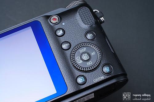 Samsung_NX200_exterior_14