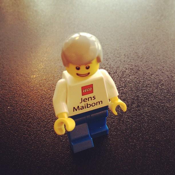 20/1.2012 - genius lego business card