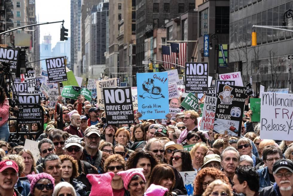 Concentración en Nueva York para pedir a Trump que publique sus declaraciones de impuestos.