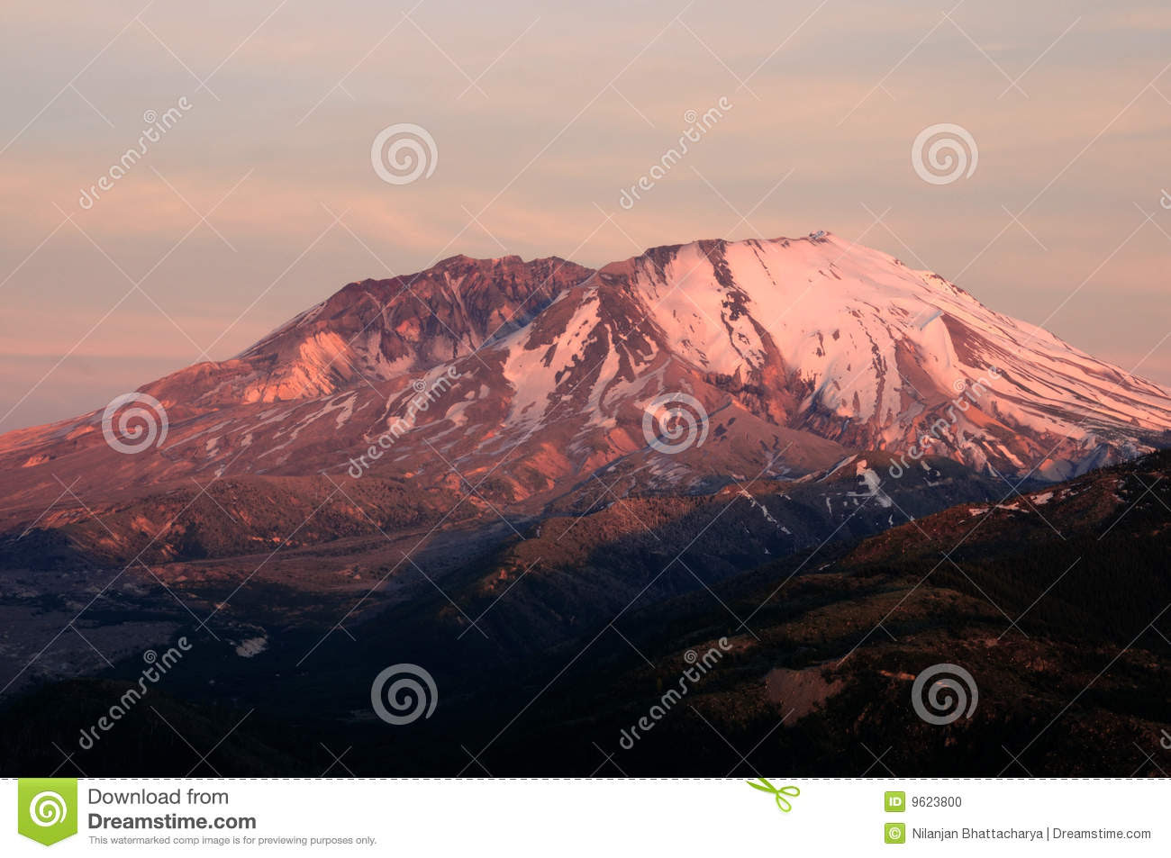 Beautiful Mount St. Helens national volcanic monument in the sunset