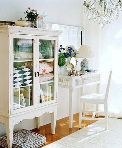 sfgirlbybay:  glass cabinet doors (by junkgarden)