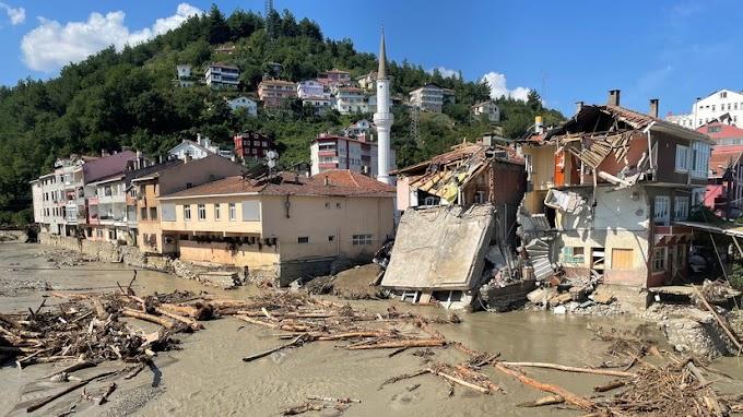 Число жертв наводнения в Турции достигло 62