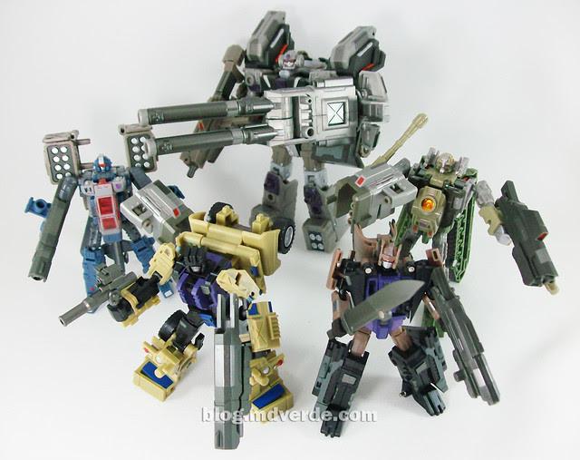 Transformers Bruticus Maximus Universe (FansProject Crossfire Ugraded) - Combaticons en modo robot