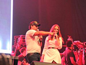 Dupla interagiu com fãs em vários momentos do show (Foto: Sérgio Rodrigues/G1AM)