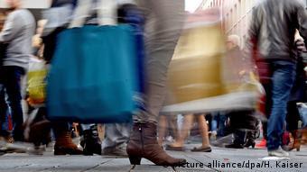 Der Kaufrausch vor dem Fest (picture alliance/dpa/H. Kaiser)