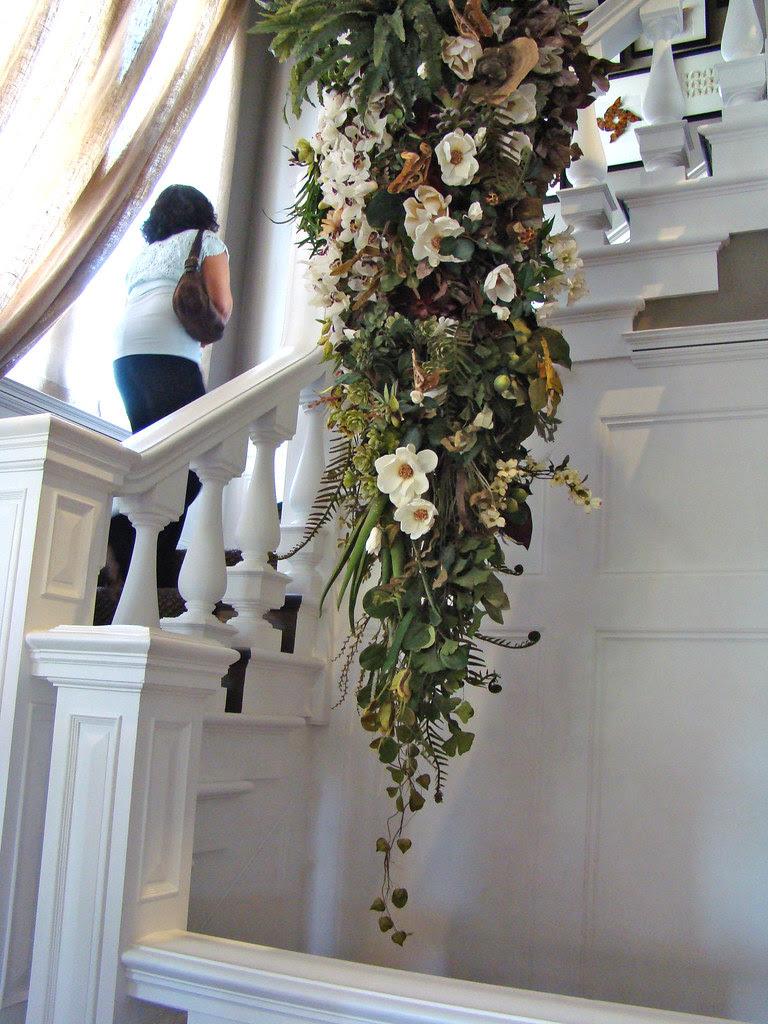 DSC05745 SF Decorator Showcase staircase flowers