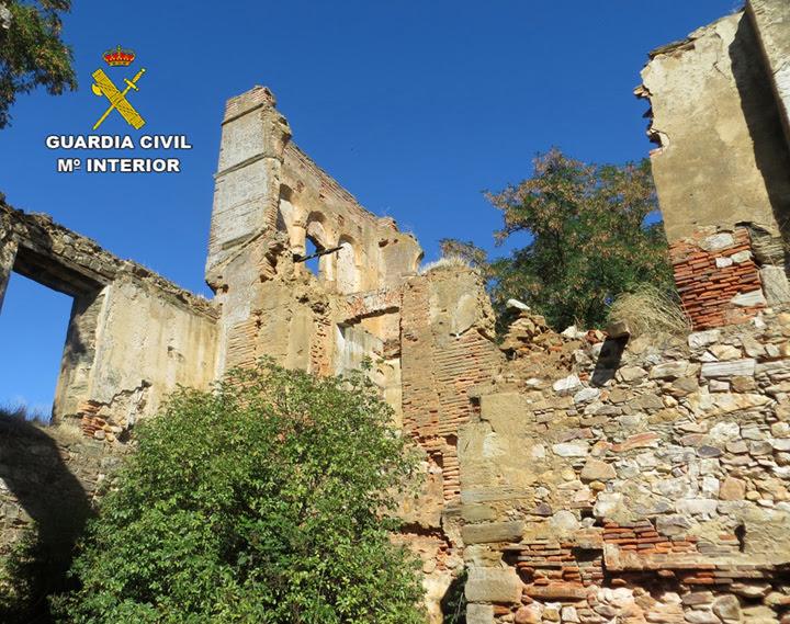 La Guardia Civil recupera un arco románico sustraído en un monasterio y reconvertido en decoración de un restaurante-bodega leonés