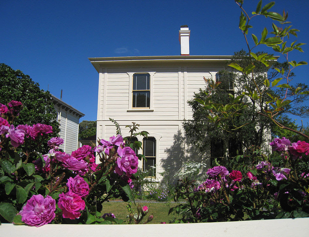 http://upload.wikimedia.org/wikipedia/commons/thumb/2/24/Katherine_Mansfield_Birthplace%2C_New_Zealand.jpg/1000px-Katherine_Mansfield_Birthplace%2C_New_Zealand.jpg
