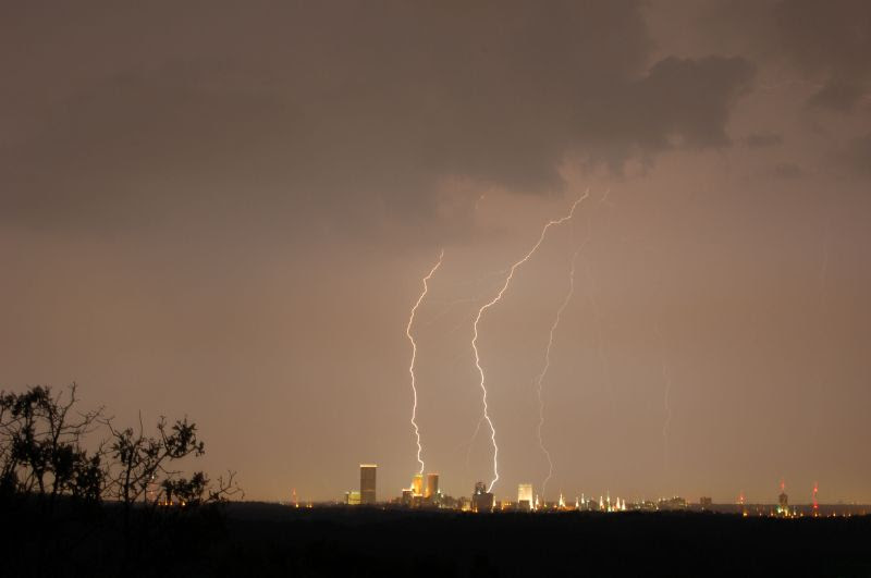 File:Lightning over Tulsa.jpg
