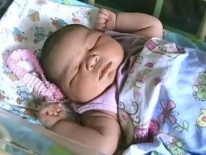 O peso e o tamanho da criança surpreenderam a mãe (Foto: Reprodução/ TV Amazonas)