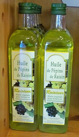 Français : Bouteille d'huile de pépins de raisins