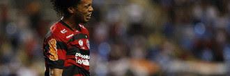 Ronaldinho entra na Justiça por R$ 40 milhões e deixa o Flamengo