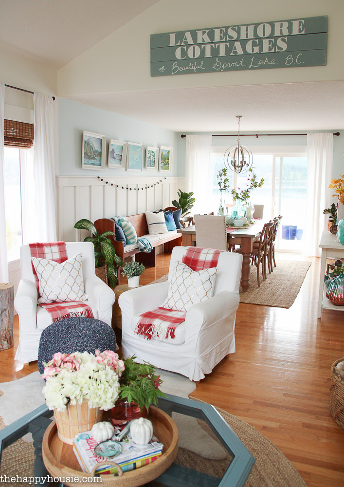 beautiful-light-bright-and-airy-fall-home-tour-lakehouse-home-tour-with-pops-of-coral-and-fall-plaids-at-the-happy-housie-30