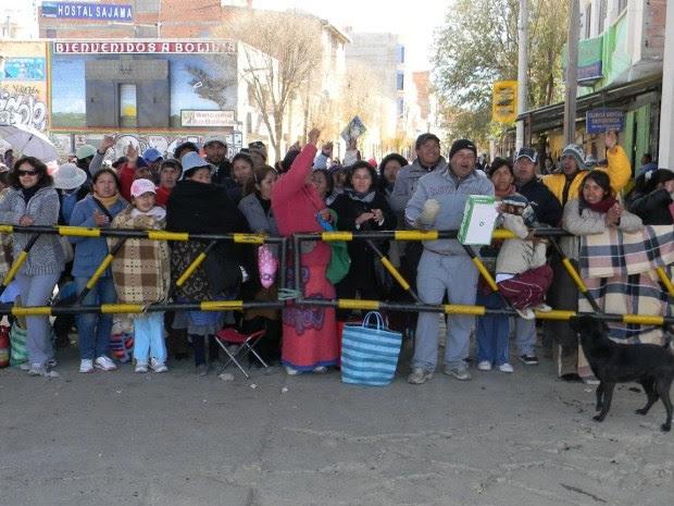 Pobladores de Villazón bloquean el Puente Internacional