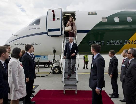 Chegada de Michel Temer, então vice-presidente do Brasil, no Aeroporto Ferihegy em Budapeste, Hungria, para visita oficial, em 2013 (Foto: Ascom/VPR)