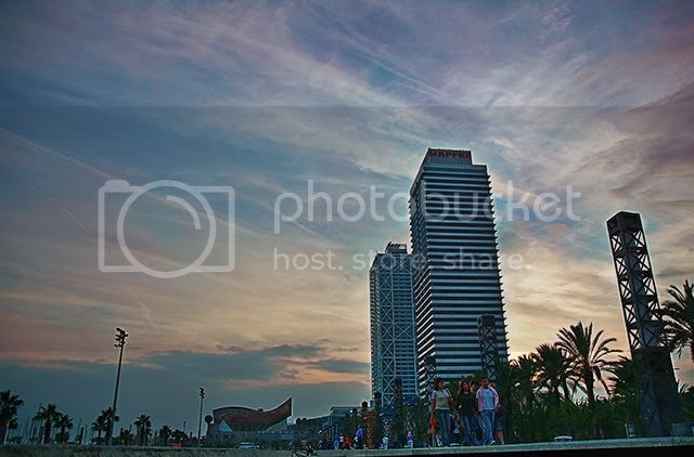 Barcelona Waterfront: Hotel Arts and Mapfre Tower
