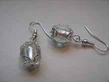 Pärlor i silverspets...