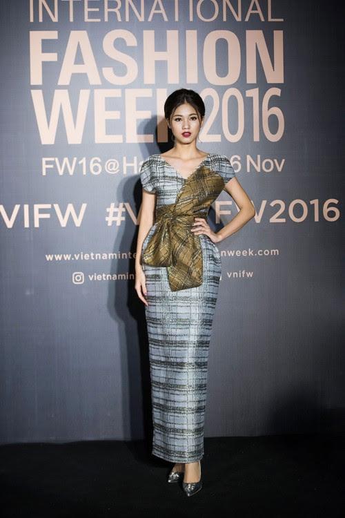 Gu thời trang 'đã mắt' của nàng Á hậu tuổi Tuất - Thanh Tú, người được đồn đoán sẽ tham gia Miss World 2018 - Ảnh 12.