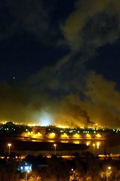 Repórter-fotográfico da Folha registrou momento da queda de um míssil sobre prédios do governo iraquiano, no terceiro dia dos ataques das forças britânicas e americanas