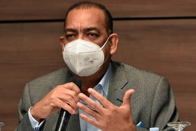 MINISTRO DE OBRAS PÚBLICAS DENUNCIA ESTAFAN EN SU NOMBRE MEDIANTE CUENTA DE INTERNET FALSA