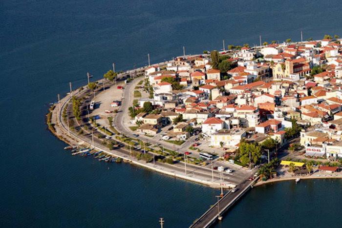 Ομορφιά βγαλμένη από καρτ ποστάλ: Αυτή είναι η μικρή Βενετία της Ελλάδας - Εικόνα2