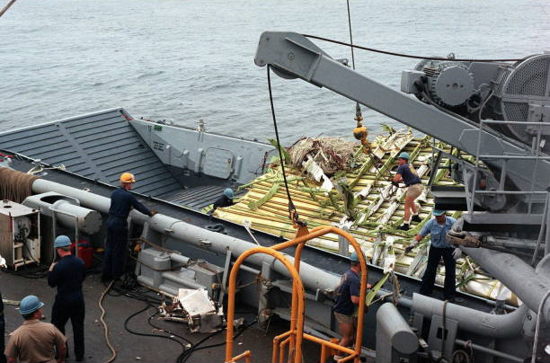 File:Wreckage recovery twa800.PNG
