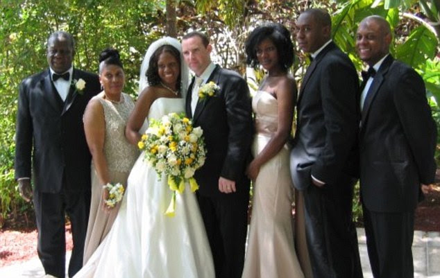 Tragedy: Glenda Moore (centre) with her husband Damien on their wedding day in 2009