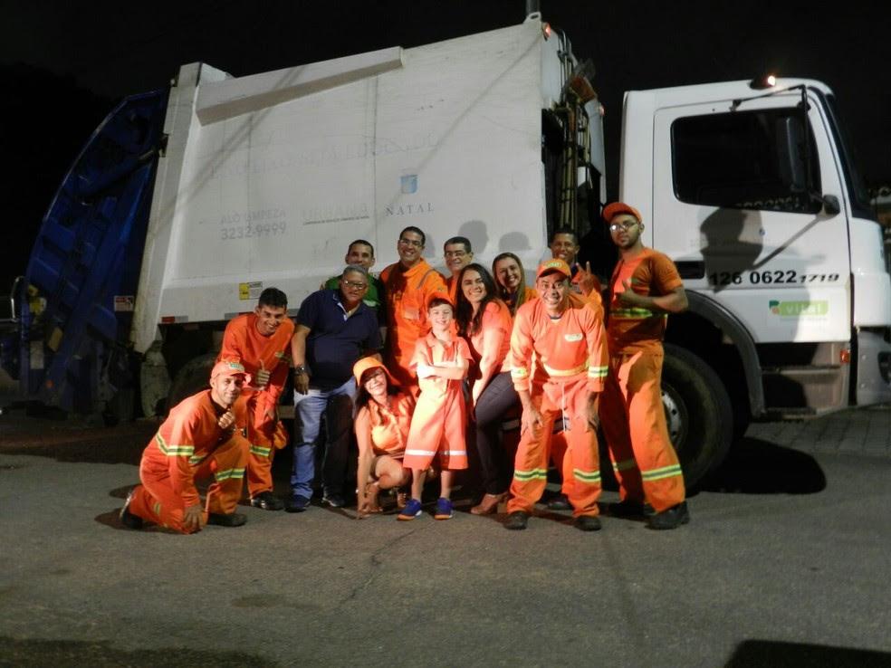 Mateus ainda deu uma volta no caminhão de coleta de lixo (Foto: Arquivo pessoal)