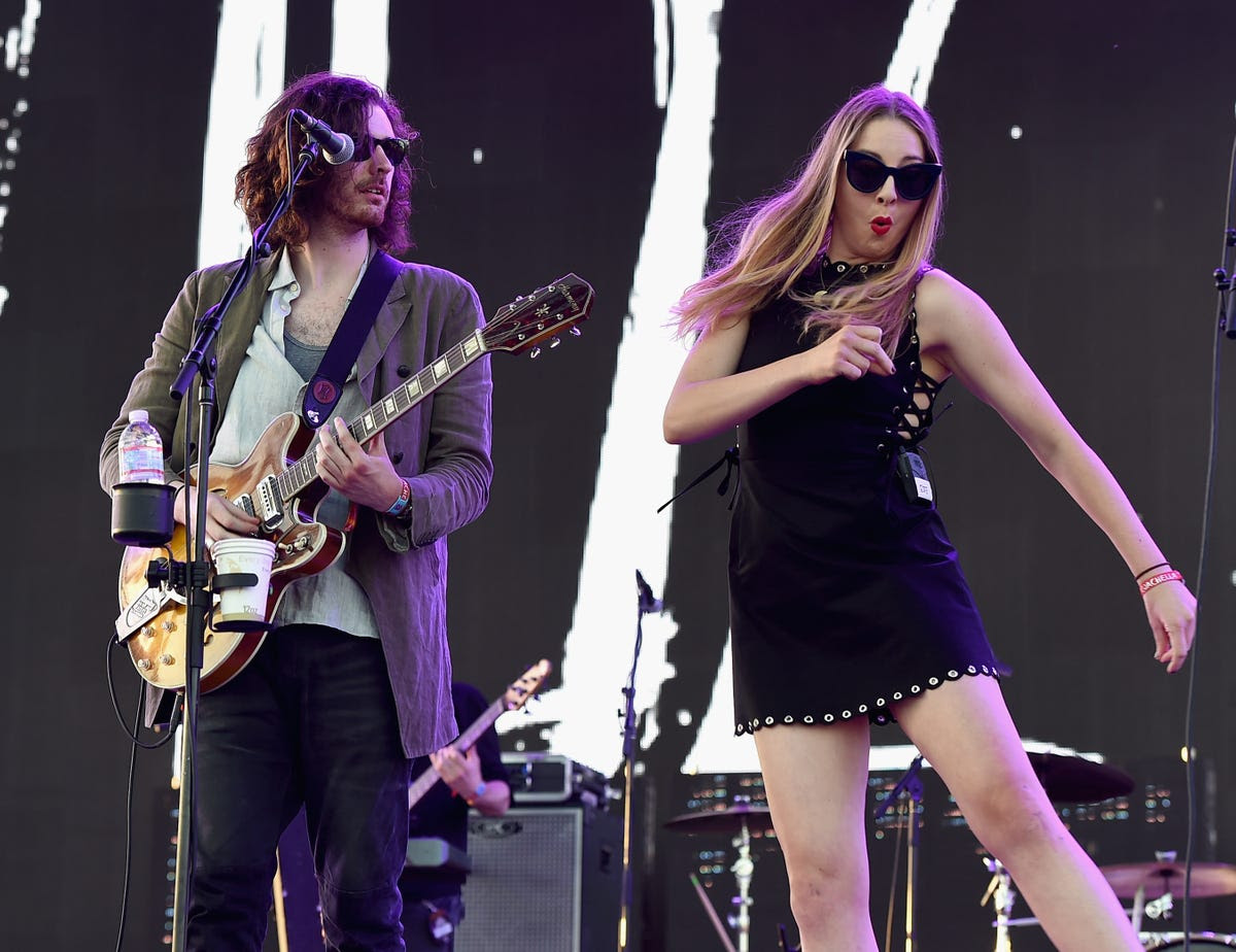 Este Haim of Haim goofed around during Hozier's performance.
