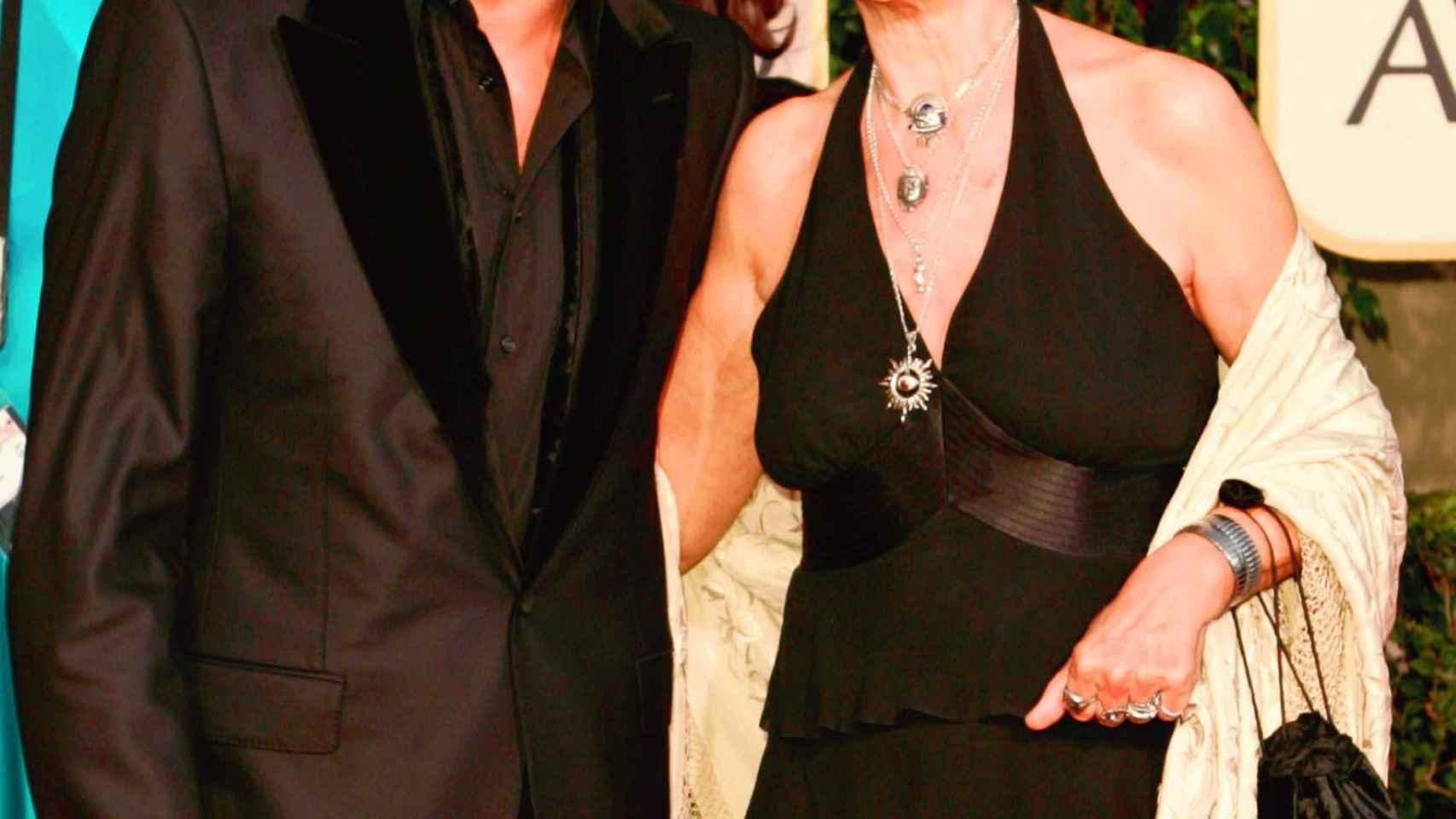 Pilar junto a su hijo Javier en los Globos de oro de 2005.