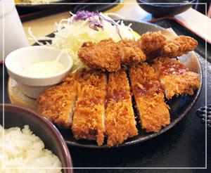 「松乃家」のロース&ささみ定食。タルタルソースがついてきた!
