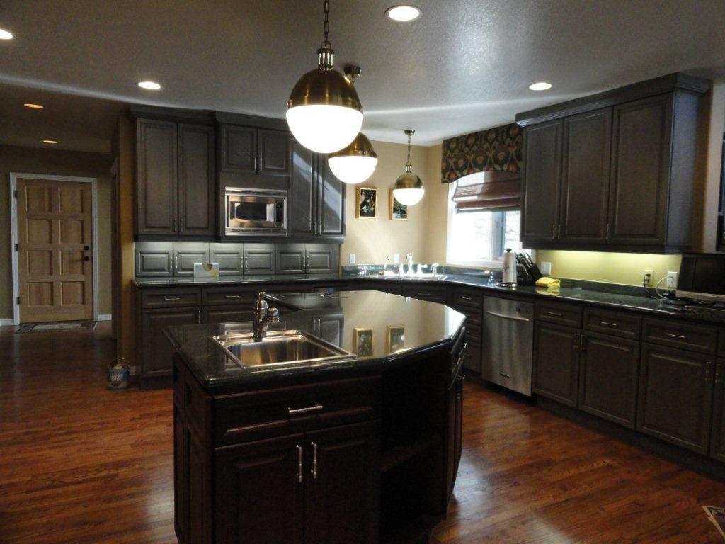 25 TRADITIONAL DARK KITCHEN CABINETS ...... - Godfather Style